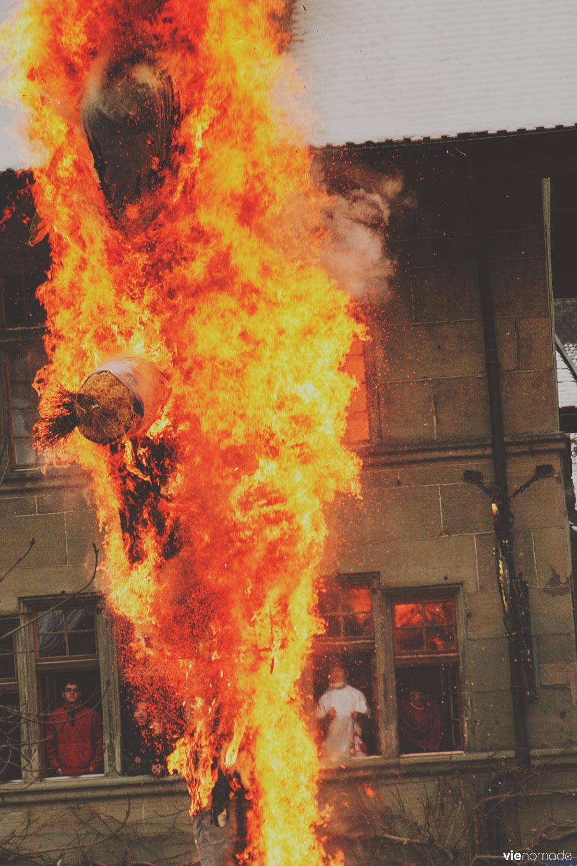 Rababou en feu au carnaval des bolzes à fribourg