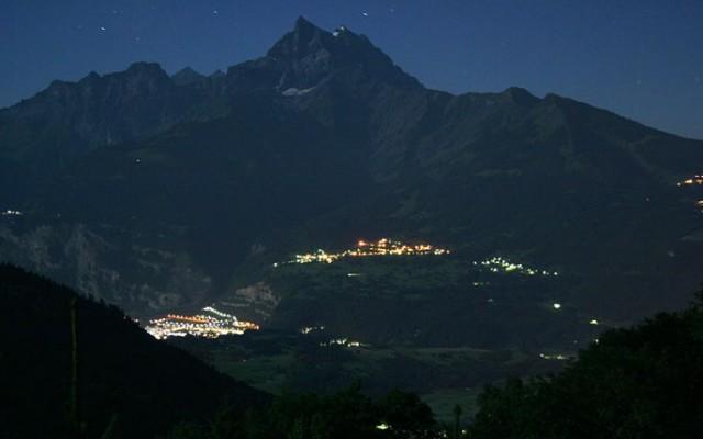 Vue de nuit de Gryon, Suisse