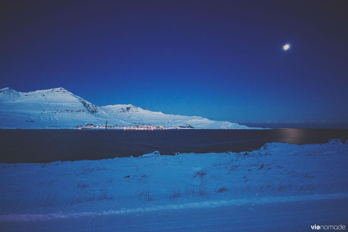 Village et fjord de Faskrudsfjordur, en Islande