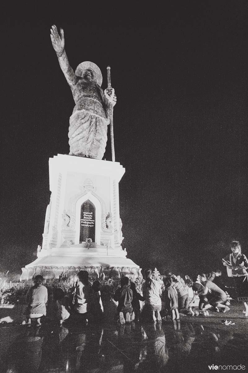 Statue du roi Anouvong, Vientiane