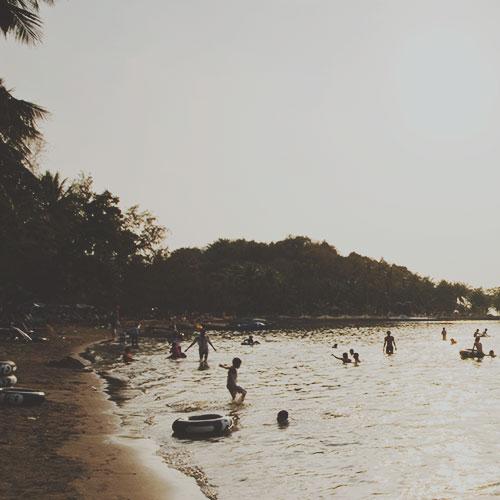 Hà Tiên, Vietnam: plage et marché