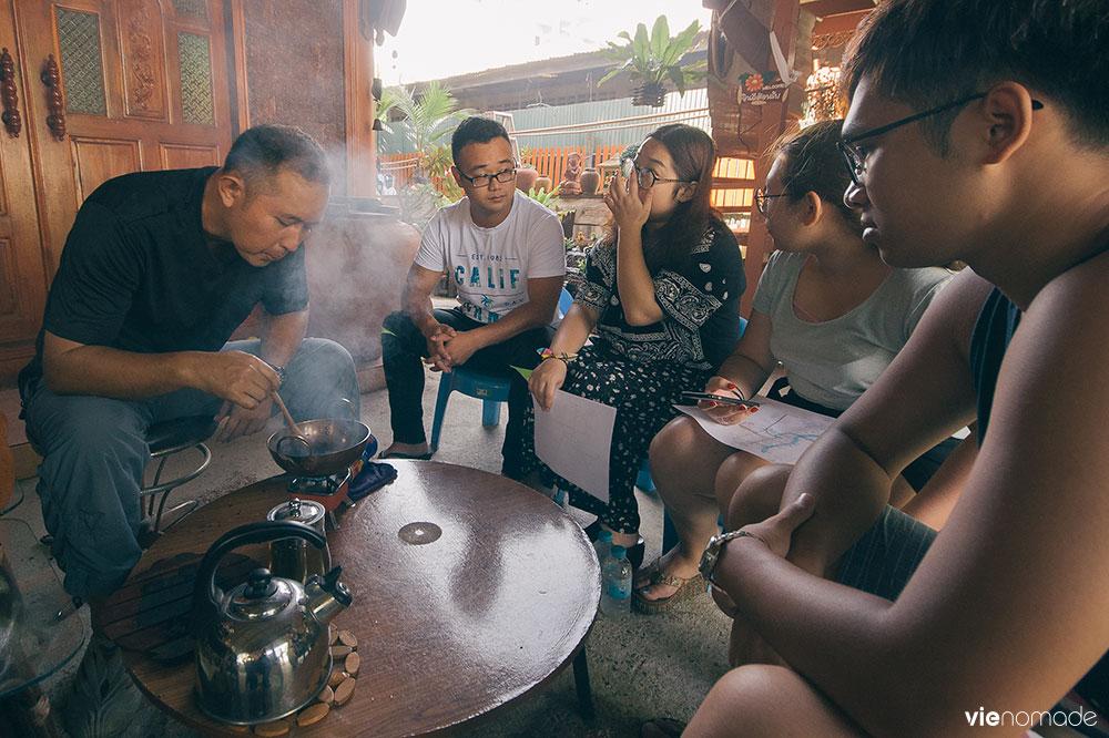 Dégustation de café thaïlandais au Fahsai Homestay, Bangkok