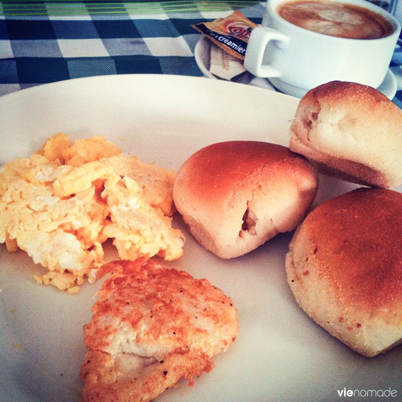 Pandesal, petit-déjeuner philippin