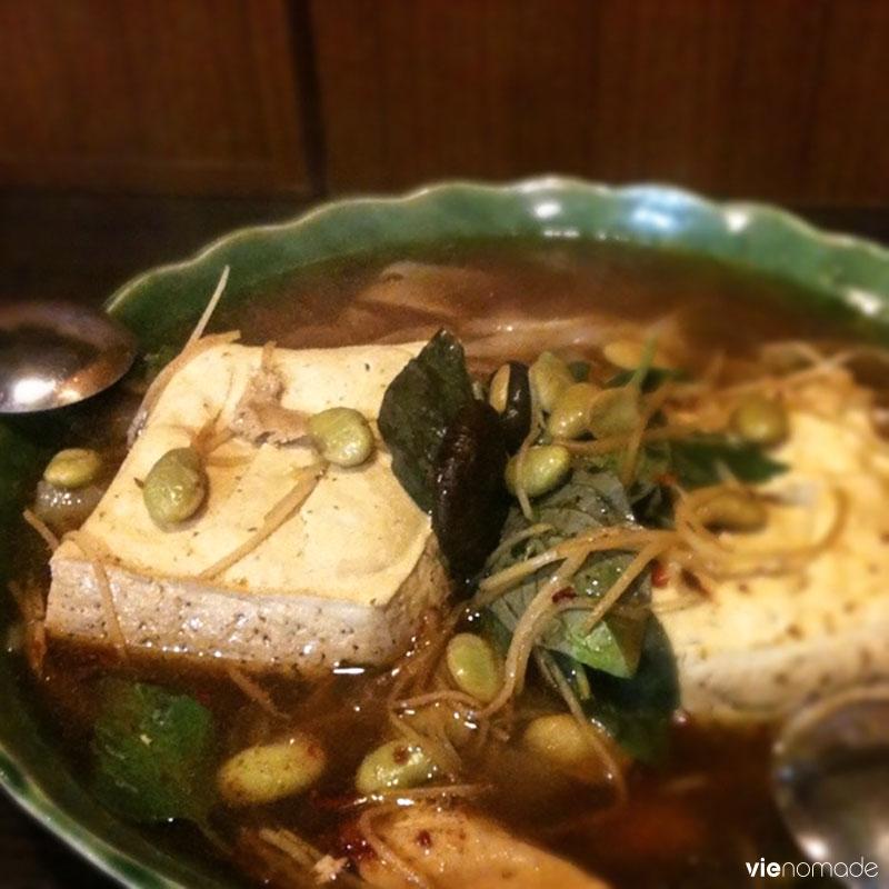 Manger du tofu puant (ou stinky tofu)