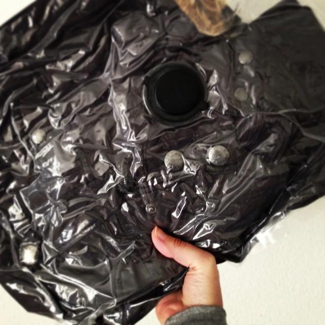 Un must pour les affaires d'hiver épaisses, un sac dont on aspire l'air.