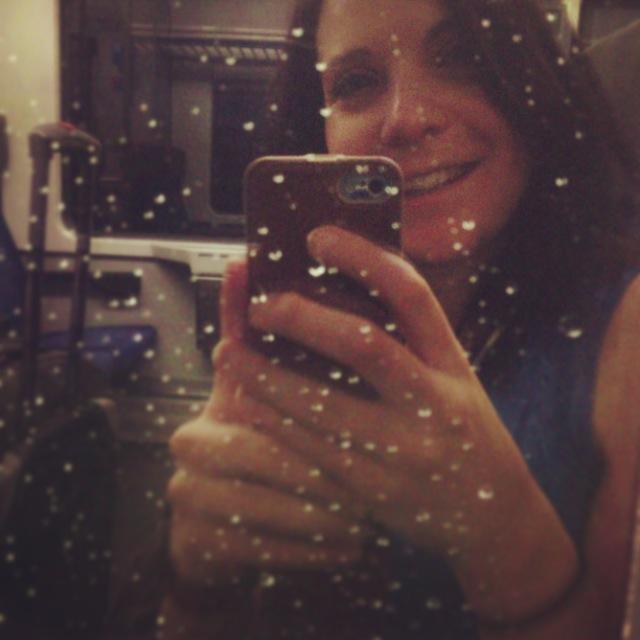 La pluie tombe sur la vitre du train, magique! Ma maison, c'est entre deux frontières...