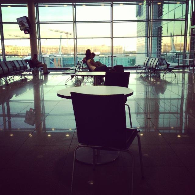 ... ou alors dans une jolie zone internationale, à attendre mon prochain avion...