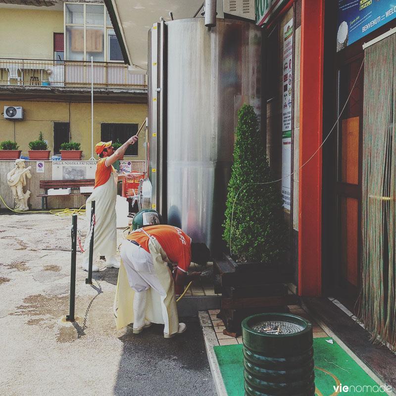 Manger de la mozzarella à Naples
