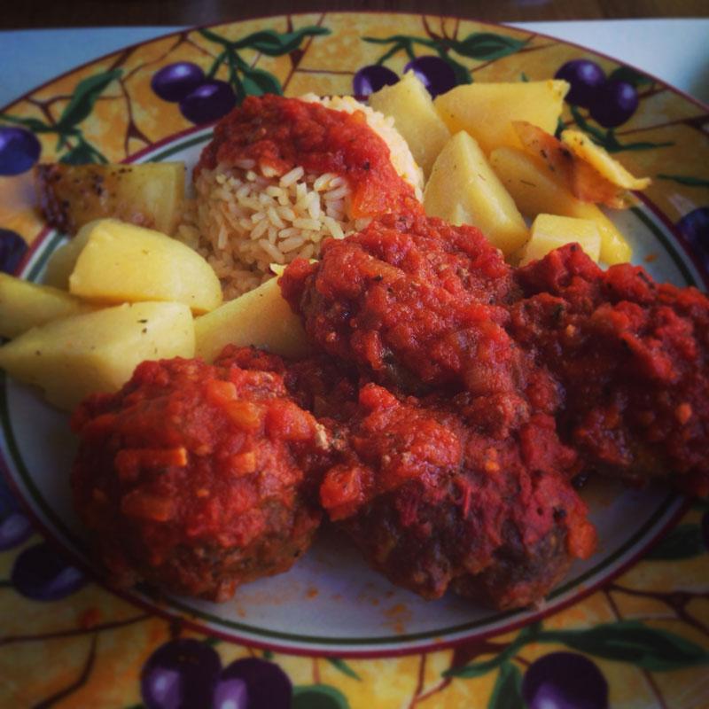 Boulettes de viande grecques à la sauce tomate