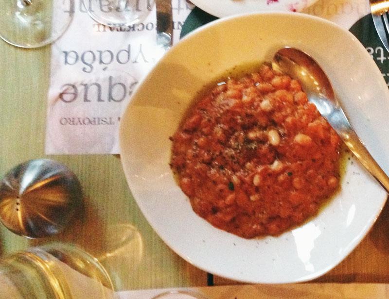 Manger en Macédoine: pois au paprika et tahini