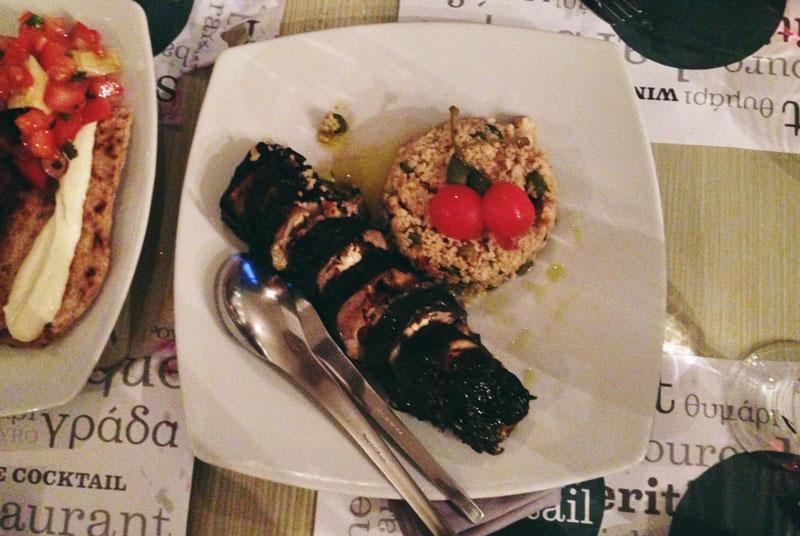 Manger en Macédoine: rouleau d'agneau et feuilles de vigne
