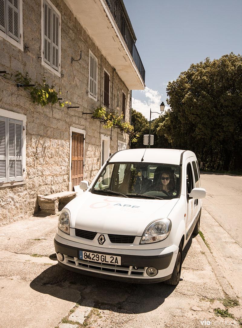 Véhicule adapté de l'APF, pour notre road-trip en Corse