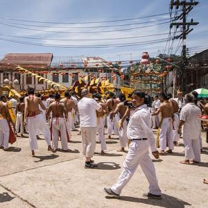 Médiums, pétards et véganisme: le festival végétarien de la Thaïlande