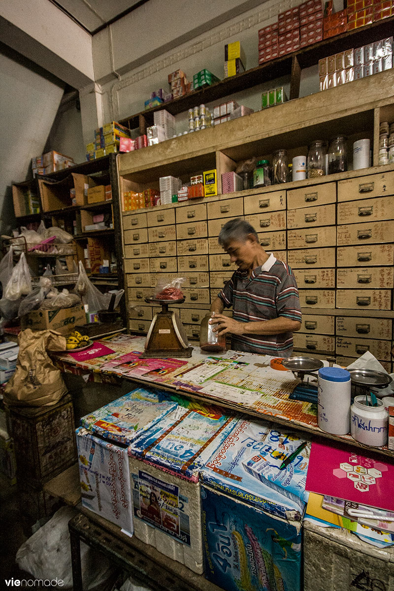 Pharmacie chinoise traditionnelle en Thaïlande