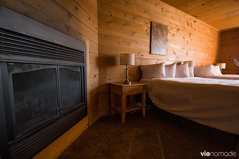 Chambre côté lac au Sacacomie Lodge