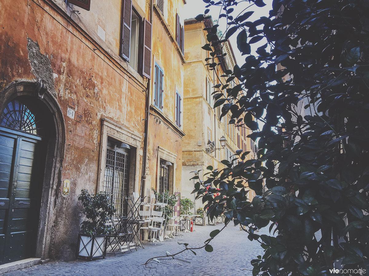 Ruelle de Rome, prendre un café