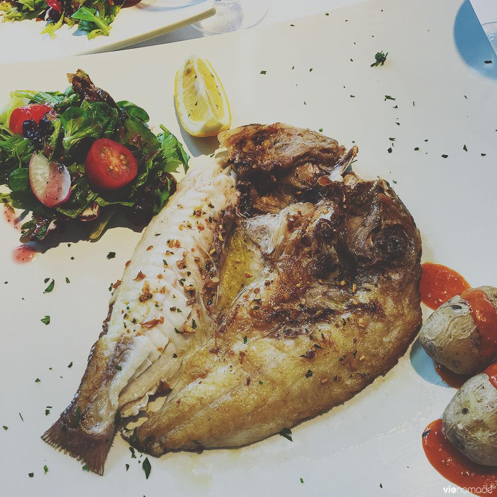 Manger du poisson à Corralejo