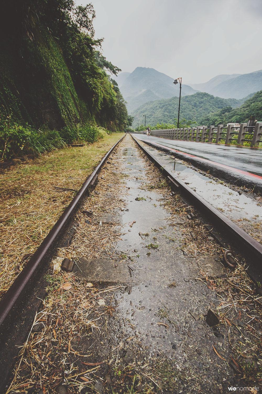 Les rails des anciens cargos de charbon à Houtong