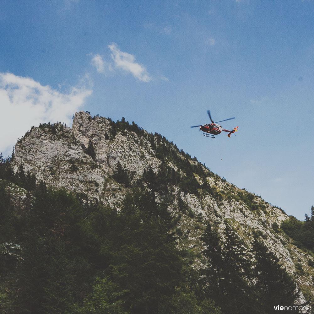 Hélicoptère Rega au lac Taney, Suisse