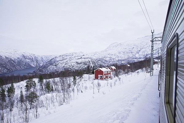 Voyager en train entre la Norvège et la Suède