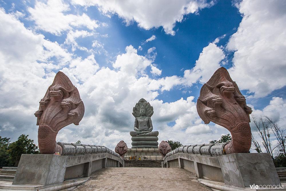 Bouddha et ses Nagas, alentours de Buriram