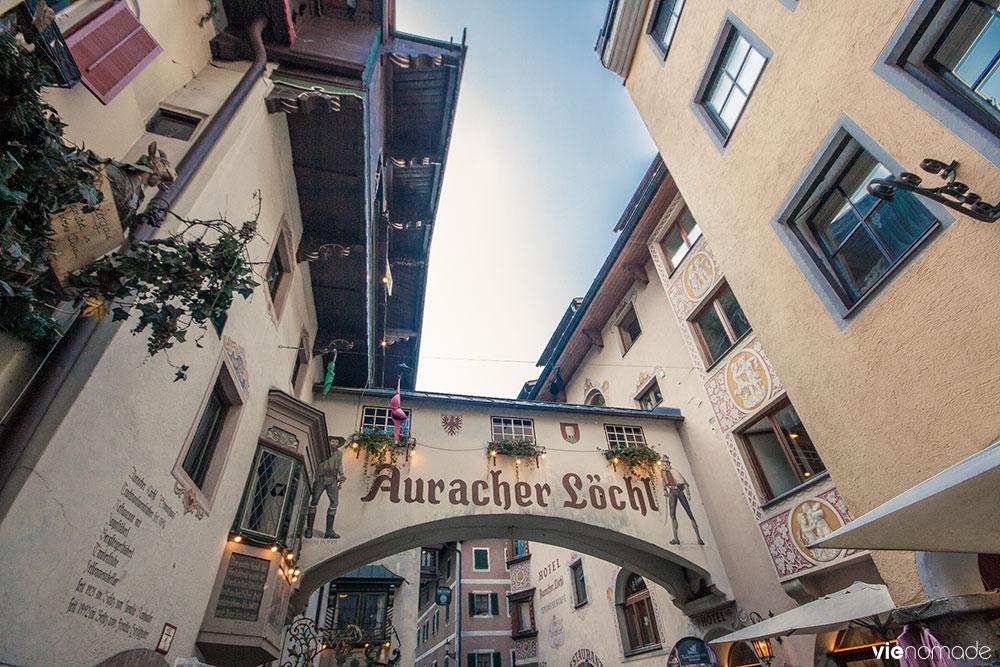 L'Auracher Löchl, plus petit pont-restaurant au monde