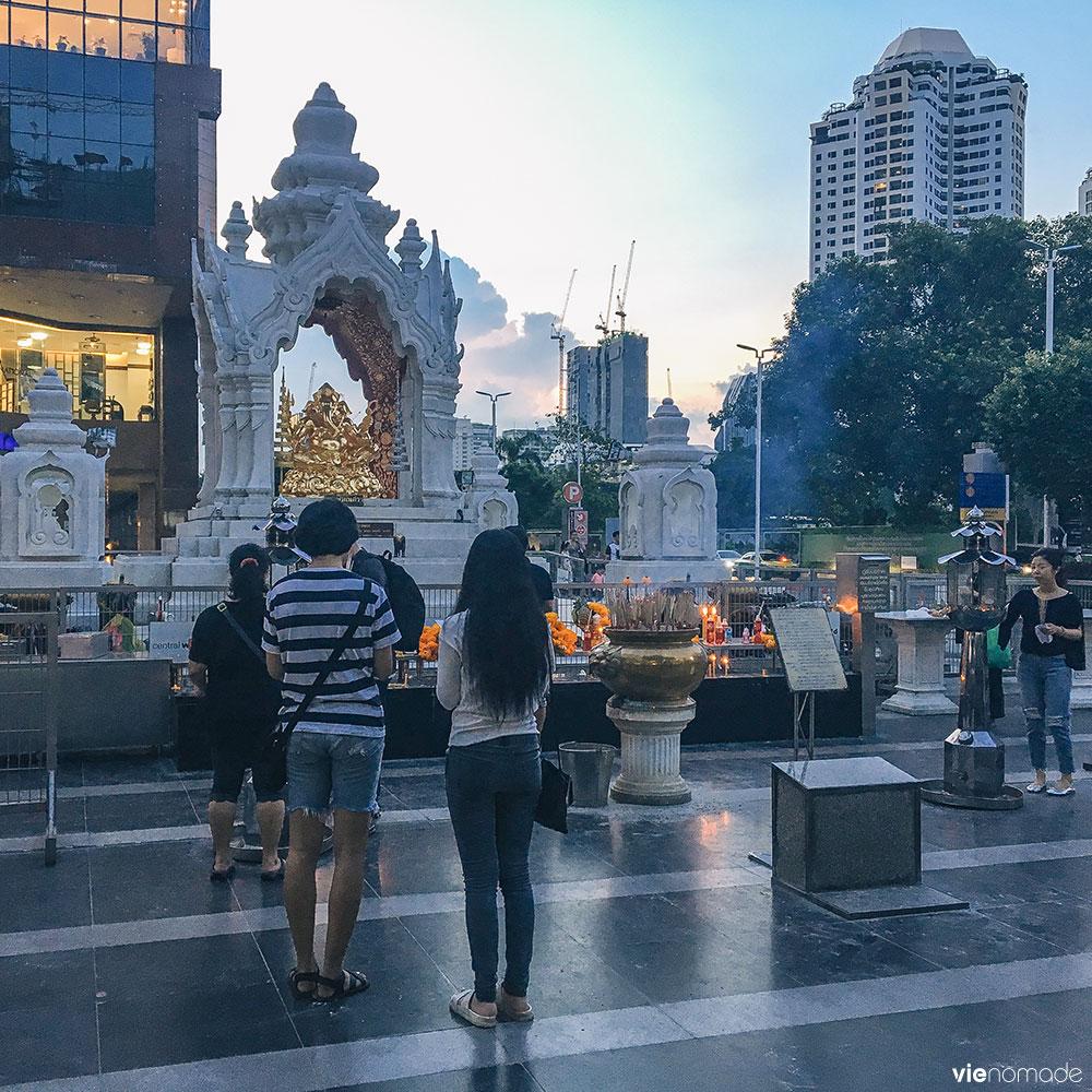 Autel de Trimurti devant CentralWorld à Bangkok