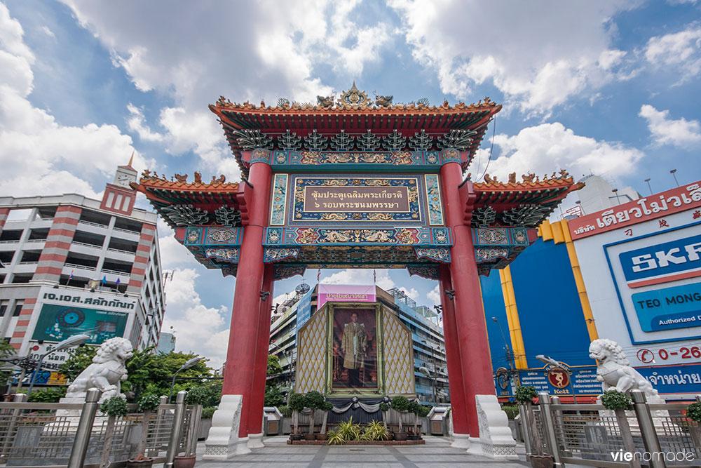 La porte de Chinatown à Bangkok