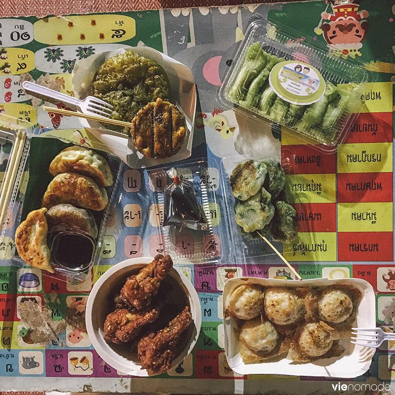 Manger au marché, en Thaïlande