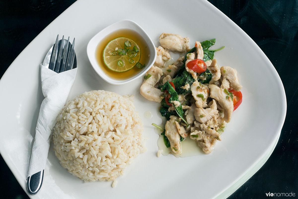 Pad kaprow, sauté de porc ou poulet au basilic thaï