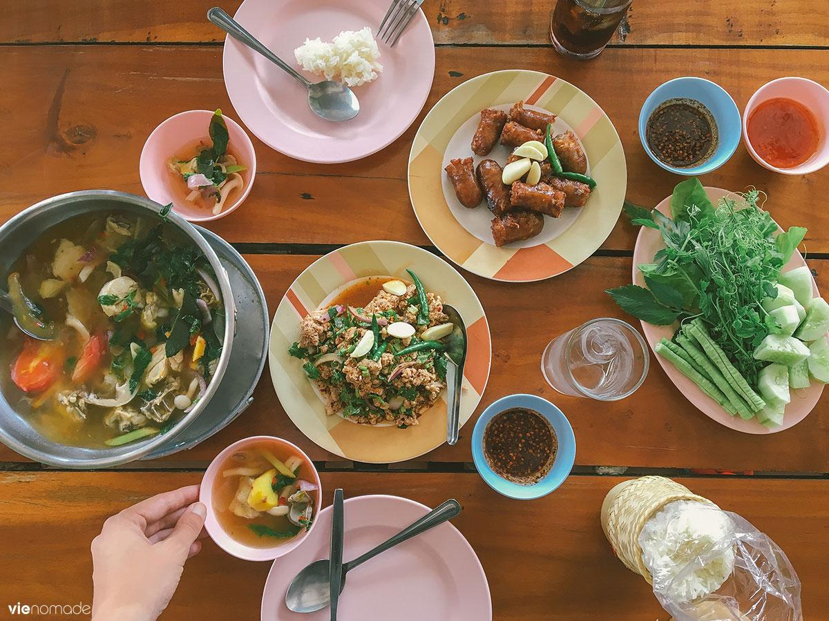 Repas typique Issan, Thaïlande du Nord