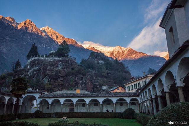 Ville de Chiavenna dans la Valtellina, au coeur des Alpes italiennes