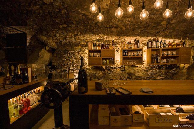 Cave à vin d'un crotto (ou grotto) à Chiavenna, dans la Valtellina