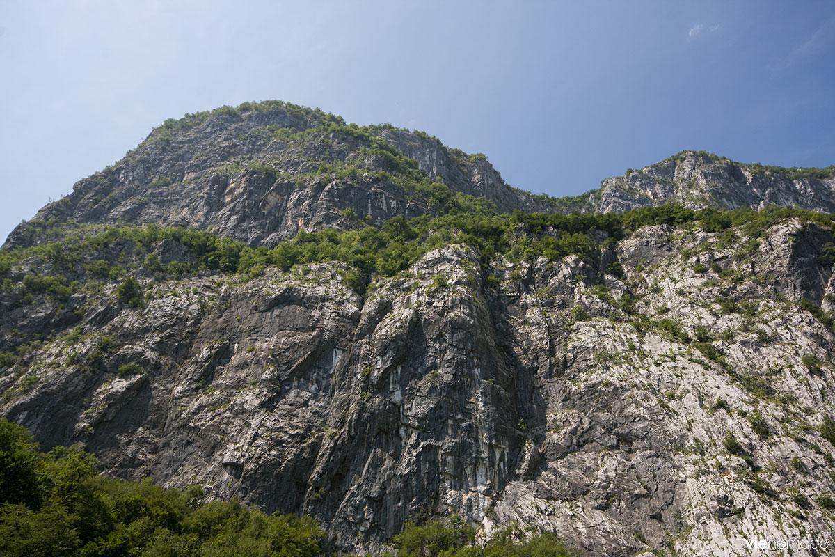 Randonner en montagne, au Monténégro