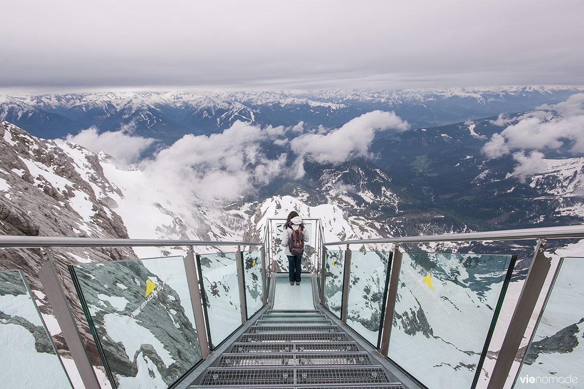 Escalier vers le néant ou Treppe ins Nichts sur le glacier du Dachstein